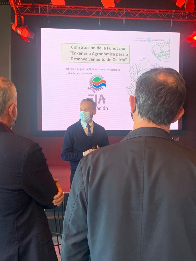 Pedro Calaza, presidente de la Fundación, explica los objetivos de este nuevo organismo en la sede de Estrella Galicia