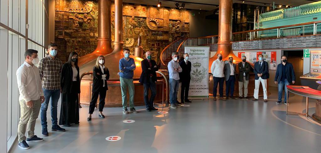Os asistentes á entrega de premios na sede de Estrella Galicia na Coruña